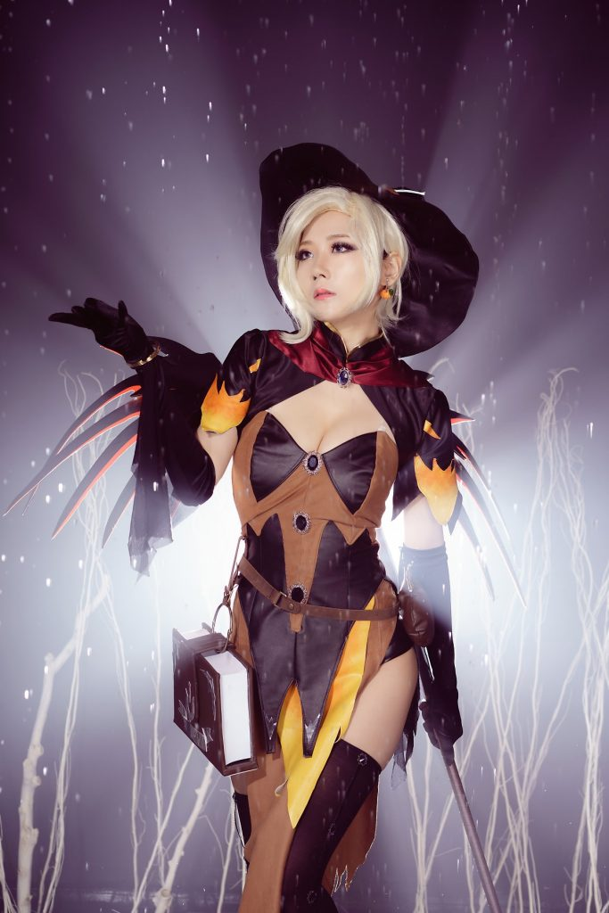 cosplay-witch-mercy-4